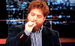Rökte Zach Galifianakis äkta vara? Bild från video