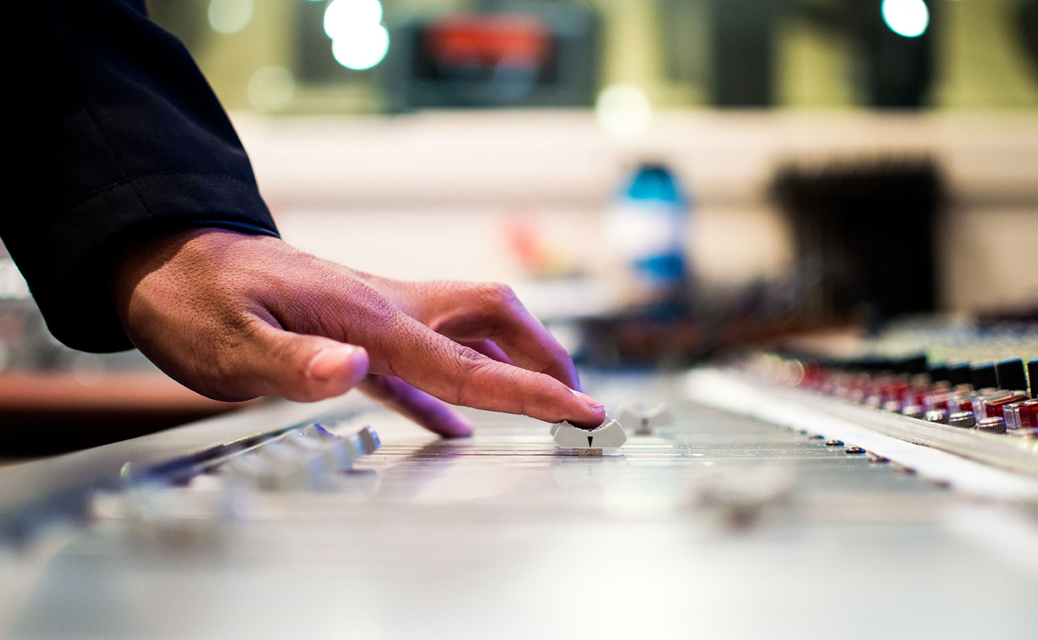 Radiostudio. Foto: Drew Patrick Miller / Unsplash