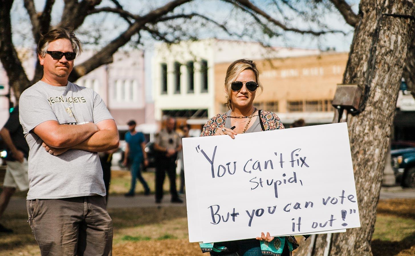 Ett par i Texas på en demonstration. Foto: Heather Mount / Unsplash