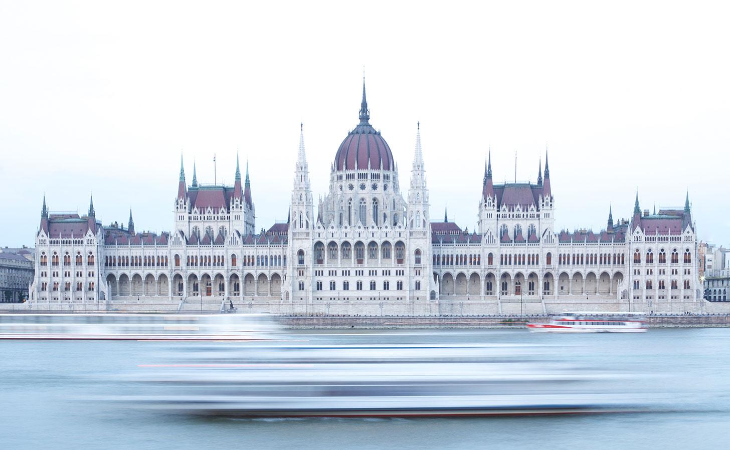 Ungerska parlamentsbyggnaden i Budapest. Foto: Karim MANJRA / Unsplash